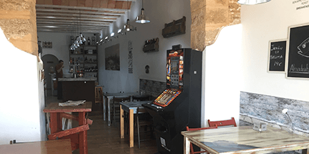 Interior Almandraba Sal y Vinos Cádiz