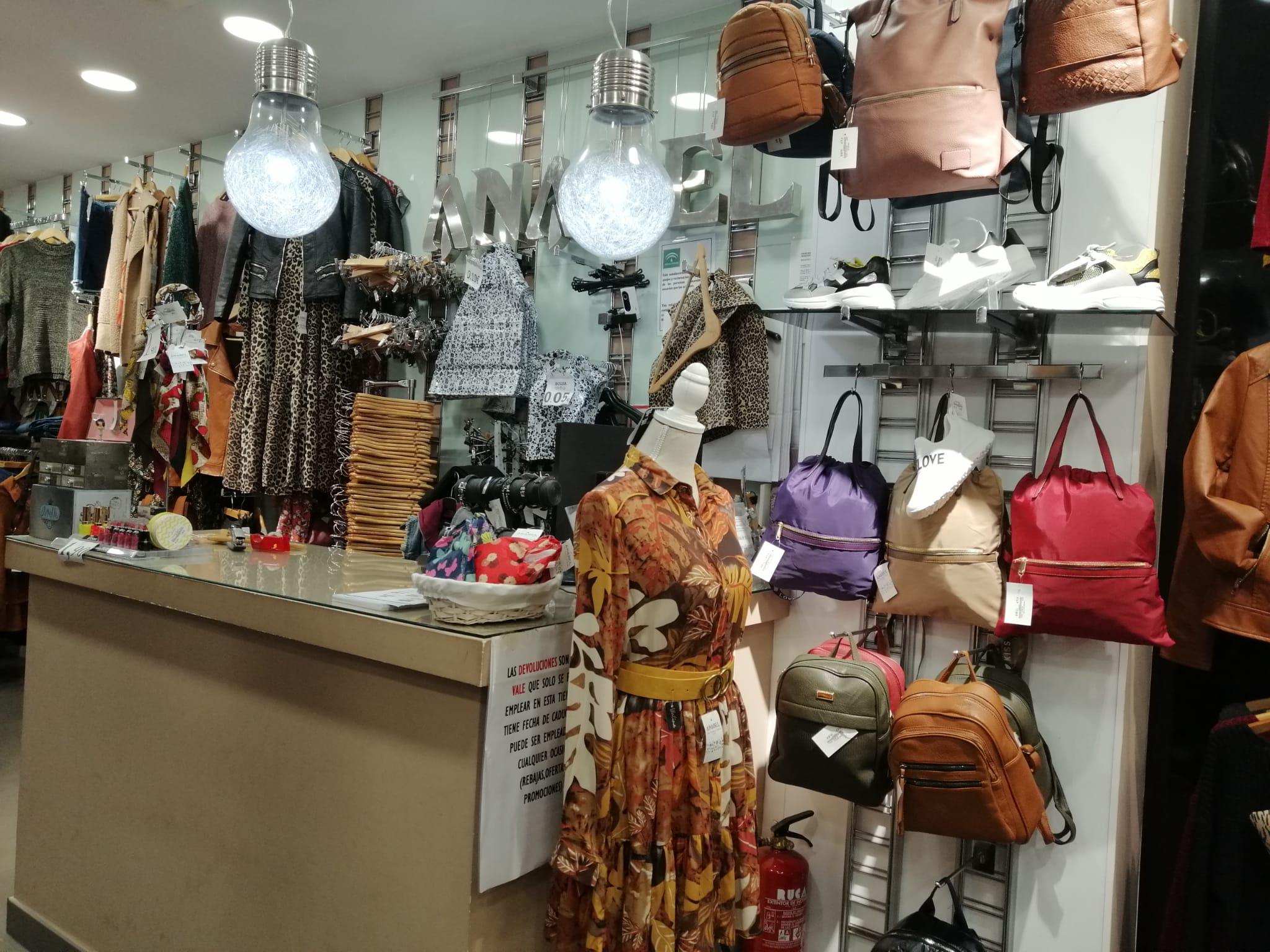 Interior tienda Anabel Modas